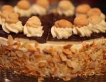 Шоколадово-бадемова торта