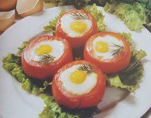 Яйца в домати, запечени на фурна