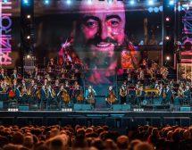 2CELLOS свириха в памет на Лучано Павароти във Верона