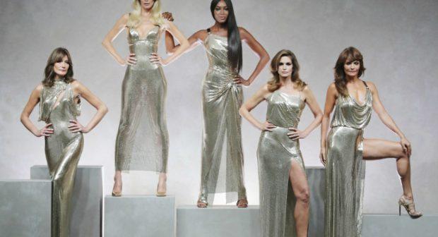 Легендарните модели на Versace се върнаха на подиума