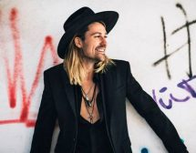 Дейвид Гарет представя новия си албум Rock Revolution