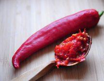 Образуват ли хемороиди лютите храни?