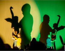 Незрящи актьори правят театър със сенки