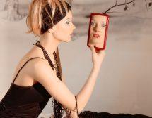 Домашен преглед пред огледалото
