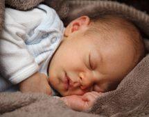 Кърмене на поискване = по-добър сън