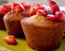 Кексчета с шам-фъстък и ягоди