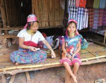 На гости при жените-жирафи в Тайланд