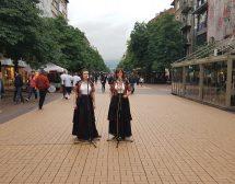 Нина Николина и Таня Първанова огласиха София с народни песни