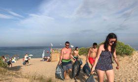 """С почистване на варненския плаж """"Ветеран"""" ще бъде закрит WIND2WIN"""