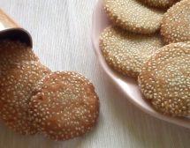 Таханови бисквитки със сусам