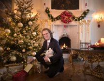 Кралят на валса сам купува подаръците за Коледа