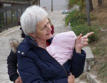 Приемна майка – разказ за доброто, което променя съдби
