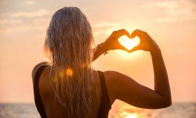 Любовни хороскопи за всички зодии за август 2020