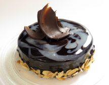 Домашен сладкиш със сметана и шоколадова глазура без печене