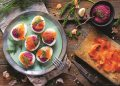 Пълнени варени яйца с цвекло и сьомга