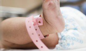 44-годишна майка роди тризнаци