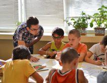 """Повече от 800 ученици ще учат в Лятната академия на """"Заедно в час"""""""