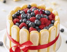 """Торта """"Шарлота"""" с боровинки и малини"""