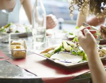 5 съвета как да се храниш здравословно навън