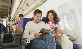Защо местата в самолета ни не са едно до друго