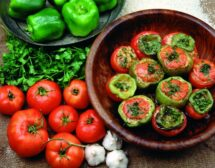 Пълнени чушки и домати с ориз