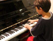 Свиренето на инструмент подобрява успеха в училище