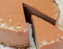 Шоколадова торта с банан и лешници