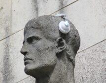 Носиш слухов апарат? Колко секси, колко смарт!