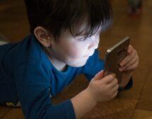 Една четвърт от децата са пристрастени към смартфони и таблети