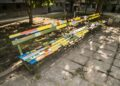 Кой прави цветни пейки между блоковете