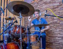 """Барабанистът на """"Сигнал"""" дава шанс на млади изпълнители"""