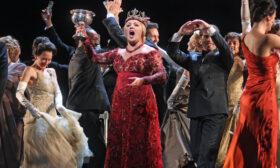 Обожавам операта (и Лили Иванова) – дали не съм гей?*