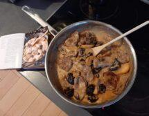 Мъже готвят. Свинско бонфиле със сини сливи и ябълки от Райчо Ангелов