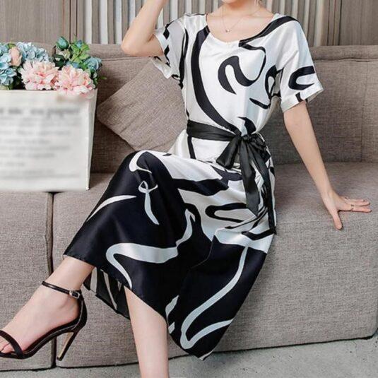 Дамска ретро широка рокля с къс ръкав миди дължина с колан и кръгло деколте