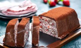 Палачинково руло с ягоди и маскарпоне