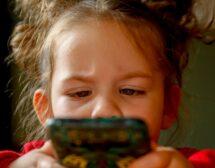 Малките деца прекарват все повече време онлайн