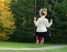 Пътят от детската площадка води до самоувереност или до малоценност