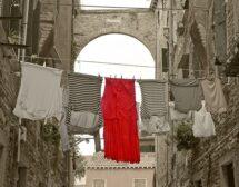 Не сушете дрехите си на балкона, ако сте на оживено място в града