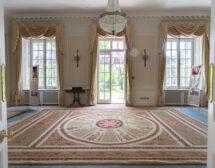 В замъка на Хари Потър стъпват по български килими