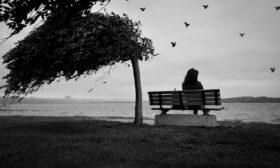 Самотните жени са белязани жени