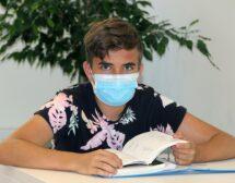 Учениците от 5-ти до 12-ти клас с маски в час