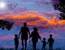 Общественият натиск е най-големият проблем на родителите