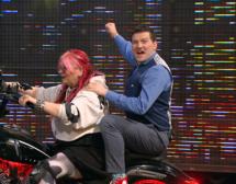 Христо Мутафчиев демонстрира физзарядка, а Милена Славова кара рокерски мотор