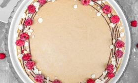 Торта с фъстъчено масло и малини