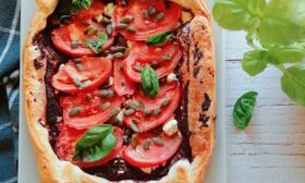 Тарт с домати и маслинова паста