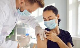 Предлагат само ваксинираните да имат достъп до редица места