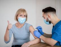 Защо ваксинираните се заразяват с COVID-19