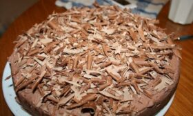 Домашна шоколадова торта с ядки