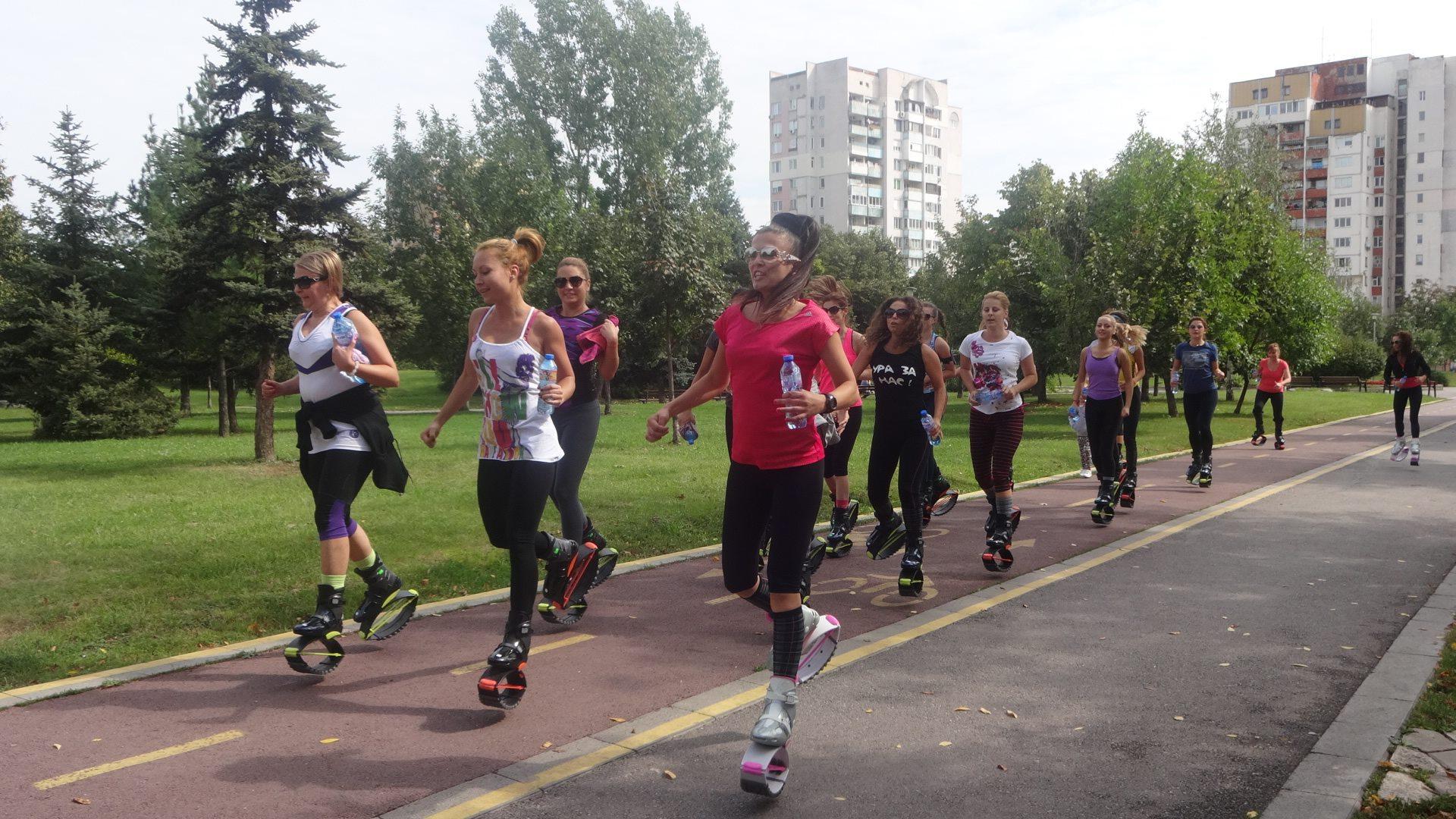 30eb014c90b Горенето на калории е с 25% по-ефективно спрямо другите фитнес програми.  Препоръчва се поне 3 пъти седмично да се тренира с Kangoo Jumps обувки.