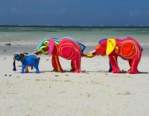 Скулптури от рециклирани джапанки. От Кения